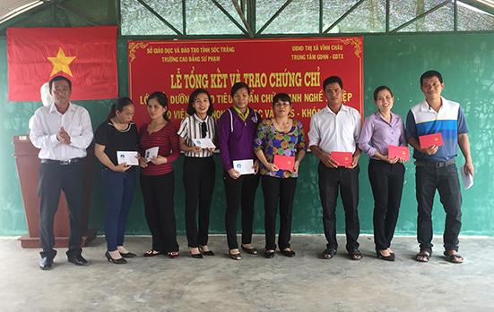 Lễ tổng kết lớp Bồi dưỡng tiêu chuẩn chức danh nghề nghiệp giáo viên Mầm non, Tiểu học và THCS - Khóa 1,2